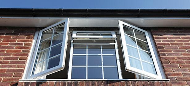 Nên sử dụng cửa kính hai lớp giúp chống nóng cho nhà bạn