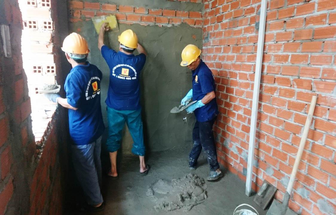 Công nhân DrHome đang hoàn thiện nhà