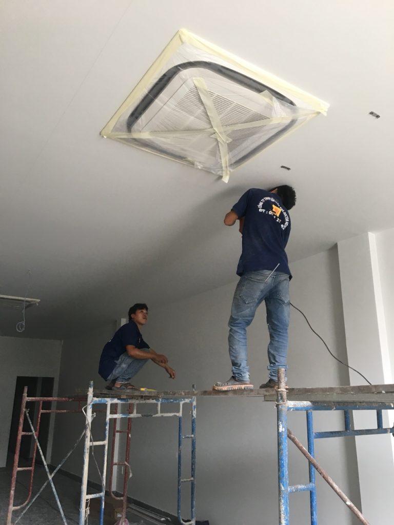 Sửa chữa hệ thống điện lạnh được thực hiện bởi DrHome
