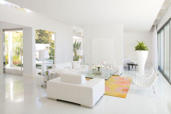 Màu trắng làm không gian nhà bạn trông rộng hơn rất nhiều.