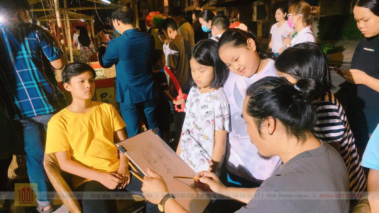 Hoa si duoc Doctor Home moi den ve ky hoa tang khach hang nhi tai Verosa Khang Dien Quan 9