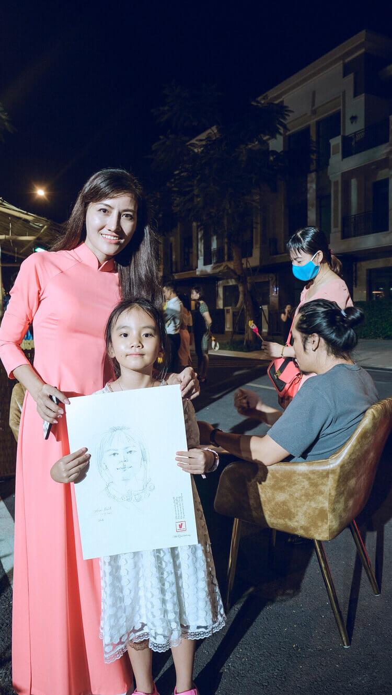 Hoa si duoc Doctor Home moi den ve ky hoa tang khach hang nhi tai Verosa Park Khang Dien Quan 9 TPHCM