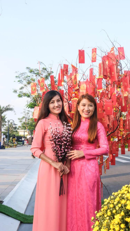 Nhan vien Doctor Home chup hinh trong hoi hoa xuan tai Verosa Park Khang Dien Quan 9
