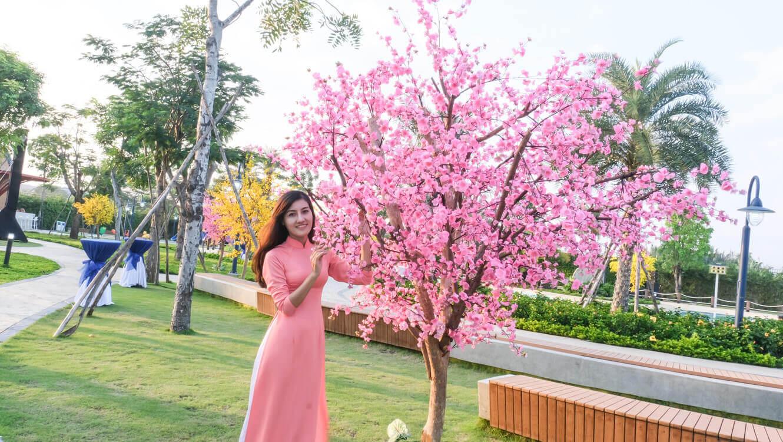 Nhan vien Doctor Home chup hinh trong hoi hoa xuan tai Verosa Park Quan 9